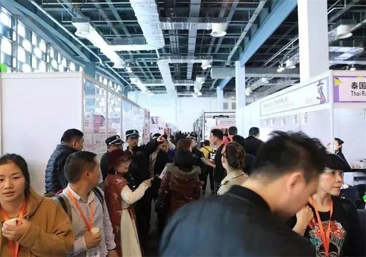 上海流行服饰展开幕,首日人气爆棚!