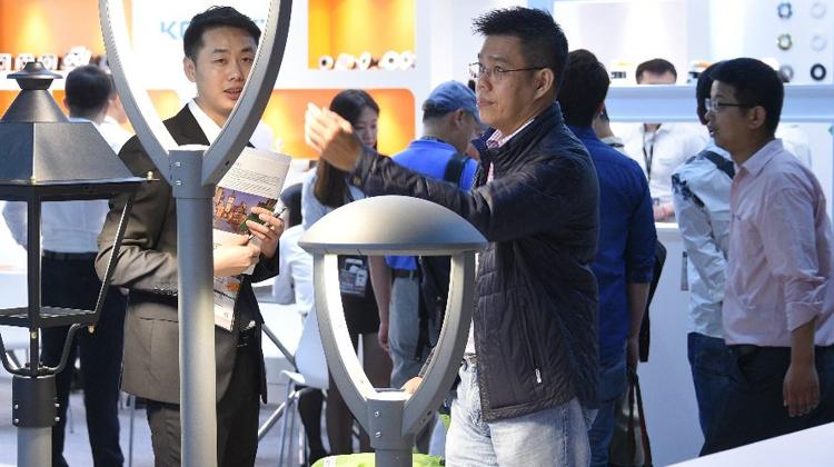 香港春灯展吸引约21000名买家入场,业界看好智能照明