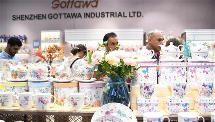 广交会二期开幕,众多外国采购商前来参观