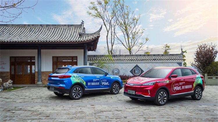 威马汽车携手百度自动驾驶亮相上海消费电子展