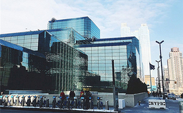 全球多个知名会展中心被改建成「方舱医院」